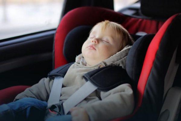 Dziecko pozostawione w samochodzie